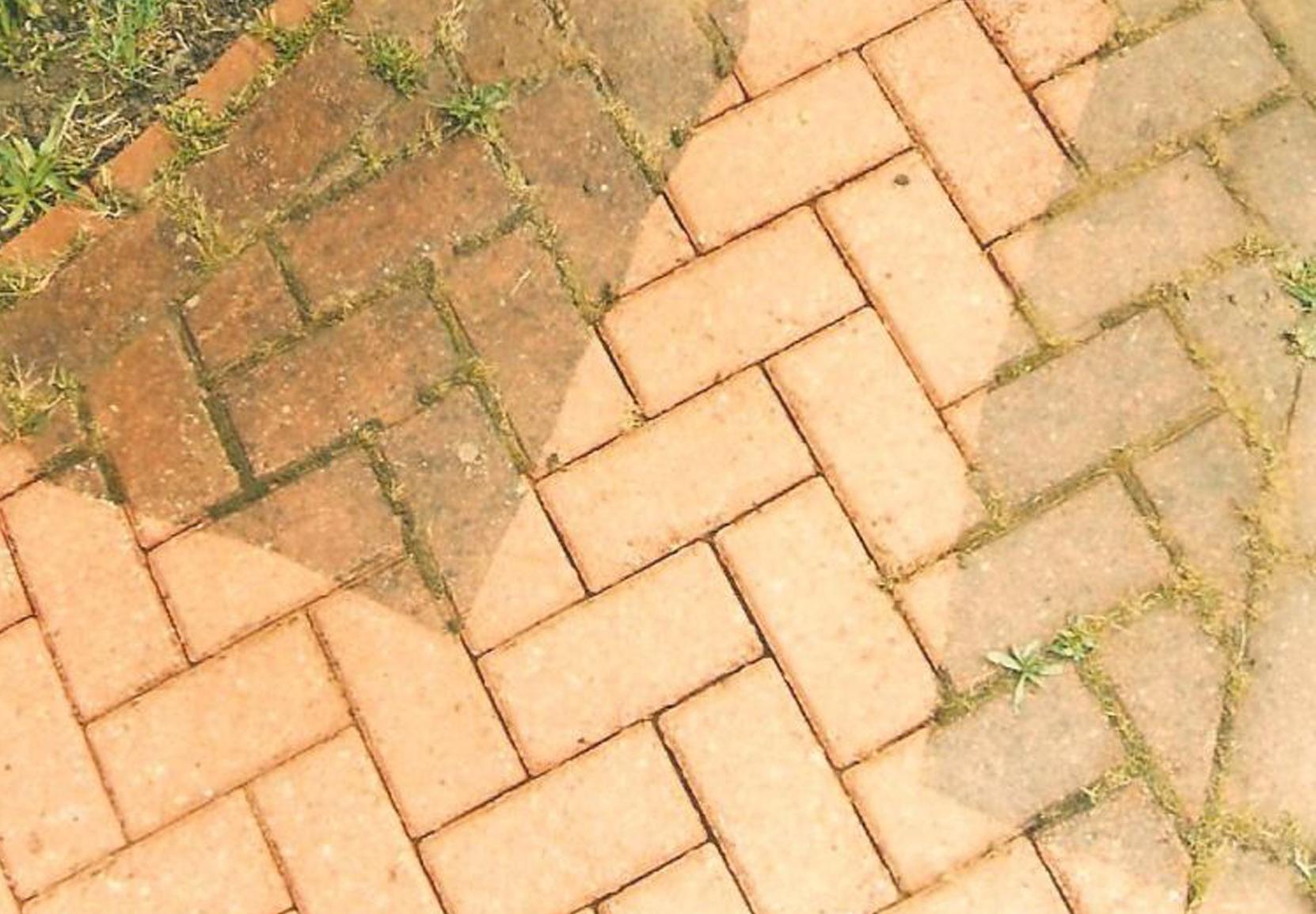 čistenie zámkovej dlažby